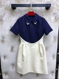 kurze frauenkleid blau weiß Rabatt 2019 Milan Runway Blau Weiß Patchwork Kurze Damen Kleid Peter Pan Kragen Kurze Ärmel Metall V Designer Kleider Damen 201911