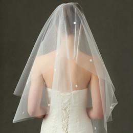 Véus de casamento azul-real on-line-New Elegant Véus de Noiva Curto 2 Camadas Véus de Noiva com Pente 2 Camadas de Marfim Branco Véu Do Casamento Borda de Cetim Tule Boa Qualidade