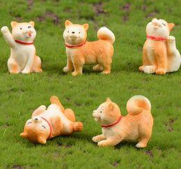 Animali da giardino decorazione online-Animali Micro-paesaggio Figure Decorazione Piccolo cane giallo Miniatura Akita Cane giocattolo Giardino Mobili succulenti Decorazioni per interni GGA2012