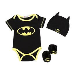 2019 novo terno batman New Baby Crawler Suit desenhos animados Batman roupa Treino 3pcs Crianças Bebés Meninos Set Cap Suit + roupa + meias Outfits HNLY16 novo terno batman barato