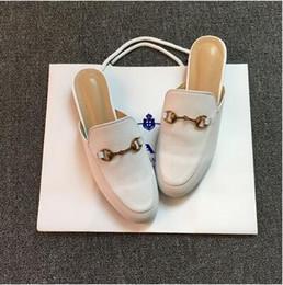 2019 metallkette für schuhe 2017 marke Princetown Frauen Pelz Hausschuhe Luxus Designer Fashion Echtes Leder Müßiggänger Schuhe Metallkette Damen Casual Maultiere Wohnungen Neu rabatt metallkette für schuhe