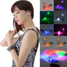 sagome di poltrone usate Sconti 1 paio di orecchini luminosi colorati a led per le donne. Decorazioni per feste in discoteca. Shine Flash glow Lights Ladies orecchino