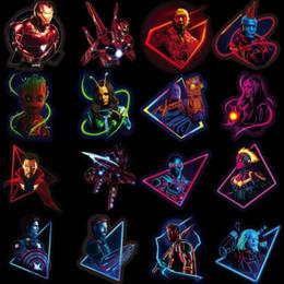 blocs d'activité Promotion 49 pcs / set autocollants fluorescents Marvel Avengers 4 capitaine Marvel Thanos Iron Man livre bagages ordinateur portable réfrigérateur autocollant lumineux