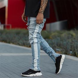 2019 chiusure lampo cutanee bianche per gli uomini Jeans hip hop KANYE WEST slim strappati al ginocchio da uomo Striscia bianca Foro patchwork Streetwear distrutto Zip alla caviglia Pantaloni in denim sconti chiusure lampo cutanee bianche per gli uomini