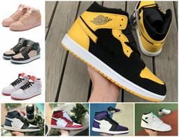 2020 sapatos de camurça azul-real 2019 New alta OG mediana Mens 1 tênis de basquete Jogo Real Banido Sombra Bred Azul branco vermelho Toe Designer Calçados Mulheres baratos 1s Chicago Sneakers sapatos de camurça azul-real barato