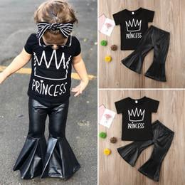 257ba72738678 Ins bébé filles tenues noir T-shirt à manches courtes + pantalon évasé en  cuir d unité centrale Mode d été enfants ensembles fille costume enfants  vêtements ...