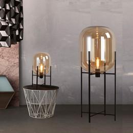Современные домашние деко светильники стеклянные светильники Светодиодные светильники для гостиной, прикроватные светильники, торшеры для спальни от Поставщики высокие лампы для спальни