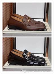zapatos al por mayor para la boda Rebajas Venta al por mayor de los hombres zapatos de vestir famoso hombre de negocios Bueyes zapatos de metal decoración del banquete de boda casuales mocasines