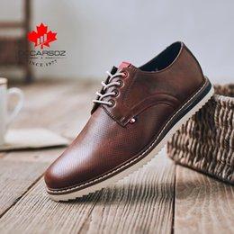 Calzado de vaquero online-Zapatos de hombre Calzado informal de negocios 2019 Italia Diseño de lujo Zapatos de vestir Oxfords Hombres Otoño Vaquero Formal Casual para hombres