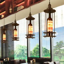 2019 araña de cristal de vino led Loft barra llevada restaurante de estilo industrial creativa sencilla botella de vino de cristal araña de café decoración de club de araña araña de cristal de vino led baratos