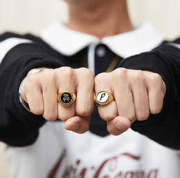 Doppel-finger-legierung ring online-Palast Hip Hop Ringe P-Logo Drehumkehr Mittelfinger Doppelseitiger Legierungsring