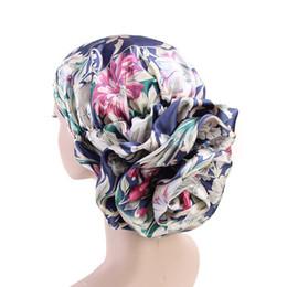 Donne ragazze faux seta musulmano indiano cappello turbante stampato floreale increspato annodato grande fiore perdita di capelli chemo tappo in raso pieghettato avvolgere la testa 8 colori da