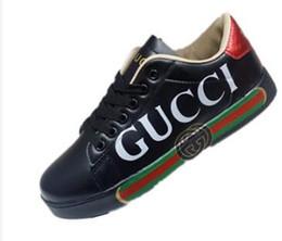 Más vendidos nueva tendencia de primavera nuevos zapatos de hombre bajos zapatos de los amantes de los deportes de ocio básicos negros Zapatos al aire libre desde fabricantes