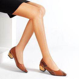 2019 braune formale schuhe verkauf Hot Sale-Comfort Flats Leder für Frauen-Low Chunky Heel Pumps Formale Spitzschuh Kleid Slip On Casual gespleißt Schuhe Office Brown Schuhe rabatt braune formale schuhe verkauf