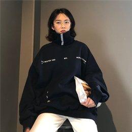 Chándal de color coreano online-Las mujeres de cuello alto sudaderas con capucha floja de gran tamaño divertido de impresión de la letra de Calle chándal Pullover sudaderas con capucha de Corea del Kpop ropa Top