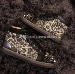 Zapatillas de leopardo de fondo rojo online-Diseño único Leopard Strass Red Bottom Sneakers Zapatos Hombres, Mujeres Pik Pik Spikes No Limit Fasmoso Casual Walking Vestido de calidad superior Boda