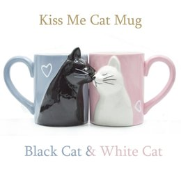 Regalos divertidos de cafe online-2-PCS Kiss Cat Coffee Pareja Taza hecha a mano Té divertido Taza de café Taza de cerámica para la novia y el novio Regalo a juego para boda de compromiso