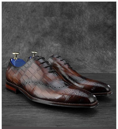 коричневые туфли для жениха Скидка Crocodile Grain Brown / Black Wedding Groom обувь Мужские ботинки платья из натуральной кожи Oxford Бизнес обувь