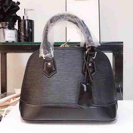 78be8406e27 ALMA BB sacs à bandoulière coquille de sac 2018 marque mode sacs à main de  designer de luxe sacs à main en cuir Epi bandoulière sac fourre-tout sacs  bagages ...