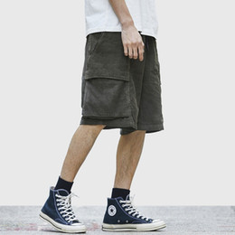 a75150b9a7 2019 Harajuku Corduroy Shorts Verano Hip Hop Cargo Streetwear corto Hombres  de bolsillo corto de algodón Jogger Sweatpant Casual Negro HipHop