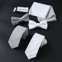 grossistes cravates pour hommes bowties Promotion Costumes pour hommes, affaires et loisirs Version coréenne de la suite britannique trois pièces cravate, cravate et foulard pour le mariage