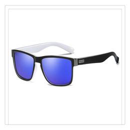 Gli occhiali da sole di moda polarizzati online-Moda Occhiali da sole polarizzati Occhiali da rivestimento Sport ultravioletti Sport guida Occhiali da ciclismo Presente Ornamento Vogue e Abbagliante Vendita calda