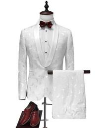 2f11035245 Branco Do Noivo Smoking 2019 Jacquard Calças De Casamento Casaco Projeto  Melhor Homem Blazer Ternos Dos Homens Vestido de Festa de Festa Terno  Personalizado ...