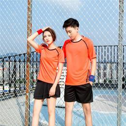 nomes de equipe laranja Desconto 2019 novo conjunto de badminton dos homens e das mulheres de manga curta conjunto de tênis de mesa de manga curta jogo de equipe nome personalizado número orange número 98