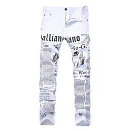 Jeans di colore maschile online-Pantaloni diritti dei jeans diritti sottili di colore bianco sottili dei jeans dei pantaloni di vendita uomini stampati pantaloni maschii del denim di modo stampati nuovi Dropshipping