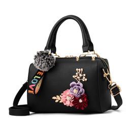 elegantes bolsos negros Rebajas FGGS Bolsos de verano para mujer Bolso de cuero floral para mujer Moda Bolso de hombro elegante Bolso de mano con forma de barril negro