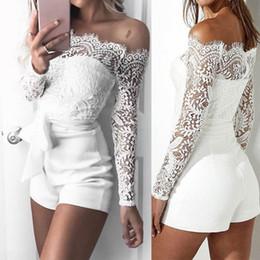 Белый белый комбинезон онлайн-Сексуальные женские кружевные комбинезоны с открытыми плечами Bodycon Playsuit с короткими брюками белого цвета Romper C19042201