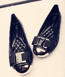 Chaussures habillées à la cheville en Ligne-Nouvelles chaussures de conduite pour femmes talon bouton en métal Chaussures habillées Chaussures de mariage en cuir souple