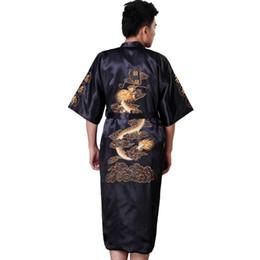 Nachtwäsche schwarzer satin online-Schwarzer chinesischer Männer Satin Robe Gown Stickerei Kimono Yukata Bademantel Nachtwäsche Drachen Nachtwäsche Plus Größe S M L XL XXL XXXL