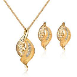 24k solid gold anhänger ketten Rabatt Heiße Art kua doppelte Farbe Halsketten Ohrringe Anzug Europa und den Vereinigten Staaten Legierung Galvanik Diamant-Halskette Braut Anzüge
