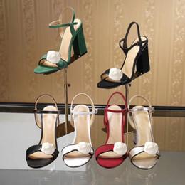 Látex mujer sexy online-Diseñador Sandalias de tacón alto Cuero de tacón grueso Zapatos de mujer clásicos Hebilla de metal para fiestas y banquetes de lujo Sandalias atractivas talla 34-42 41
