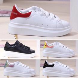 Veludo 12 on-line-Alexander McQueen 2019 Veludo crianças sapatos de grife chaussures enfants Plataforma Sapatos Casuais Sapatos de designers de luxo Couro Branco Alexander MQ