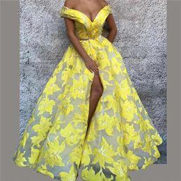 Conception de motifs de planchers en Ligne-Robe de soirée sexy jaune épaules dénudées Motif floral Split Bal Robes Longueur de plancher Design de luxe Robes de bal