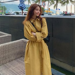 2019 giallo trincea a molla Spring Women Trench Casual Dress Manica lunga Yellow Single-Female femminile Turn Down Collar Elegante Trench lungo DS50378 giallo trincea a molla economici
