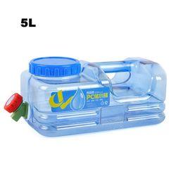 kunststoffträger Rabatt Neue 5L PC Mounchain im Freien verdicken Plastikwasserbeutel-Behälter-tragbaren Einkaufseimer-Wasserträger mit Hahn-Fass PET