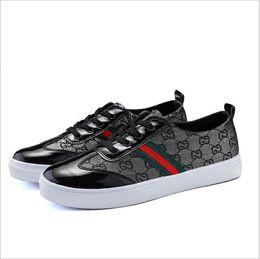 Zapatos casuales de apariencia de marca italiana, zapatos planos de lona de alta calidad para hombres, zapatos de skate, piel ultrafina G0.21 desde fabricantes