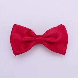 Cravatta nera rossa online-HUISHI Solid Mens Bow tie 50pcs Per Lot Una borsa Solid Fashion Bowties Black Gold White Bow Tie Rosso Rosa Blu Bianco Classic Style