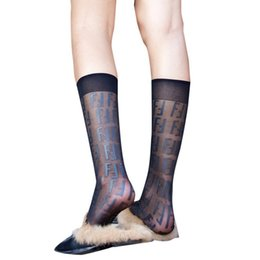 Moda F Mektup Tarzı Kadın Spor Çorap Slim Oldu İnce Jakarlı Ipek Çorap Siyah Kadınlar Nefes Bacak Çorap Açık cheap socks slim legs nereden ince bacaklar çorap tedarikçiler