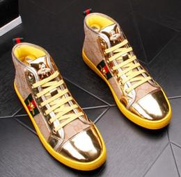 Вышитые туфли ручной работы онлайн-Мужские мокасины ручной работы Удобный выпускной Quinceanera Bee вышивка высокие топы Мужская повседневная обувь оксфорд обувь большого размера: US 6.5-US9 887