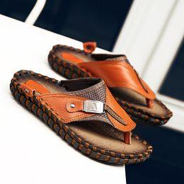 2019 sandálias laranja Flip-flops Praia Sol dos homens Primeira Camada de Couro Preto Laranja Confortável Sapatos Antigos Sandálias Casuais dos homens Sapatos de Praia de Couro Novo desconto sandálias laranja