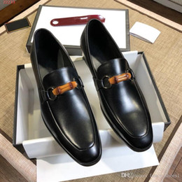 sandalias de vestir plateadas tacón de cuña Rebajas Zapatos casuales de cuero de la moda del negocio del pie de los nuevos hombres bajos para ayudar a los zapatos de vestir simples del color de la hebilla de bambú