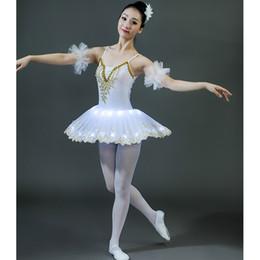 traje de cisne adulto Desconto Adulto ballet lantejoulas swan lake led ballet dança trajes de dança profissional dress led ballroom stage wear vestido de dança
