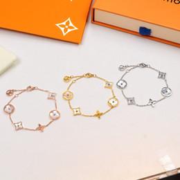 großhandel ring armbänder Rabatt Europäische und amerikanische Art und Weise neue L Marke Shell Männer und Frauen Armband 316L Stahl Titan V Brief Armband Großhandel