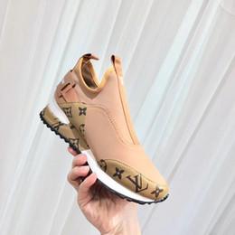 Hot22 satmak yeni gerçek Deri erkek kadın rahat spor ayakkabı moda rahat balıkçı düz rahat ayakkabılar sneakers spor koşu ayakk ... nereden koşu ayakkabıları satmak tedarikçiler