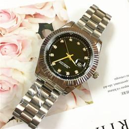 Color dorado relojes damas online-Hebilla plegable Reloj de hombre de lujo Cinturón de color dorado Relojes de vestir de señora Diamantes de lujo Hombres Cuarzo movimiento japonés de alto grado Vida impermeable