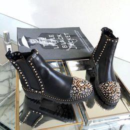 Botas de moto mujer online-Diseñador de moda de lujo tobillo botas Martin mujeres remaches Shors inferior rojo cuadrado talón plataforma caballero motocicleta vaca cuero botas SZ 35-40
